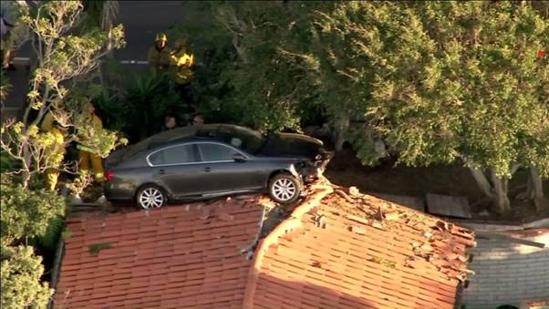 Man-Smacks-His-Car-And-Lands-On-a-Roof-Top