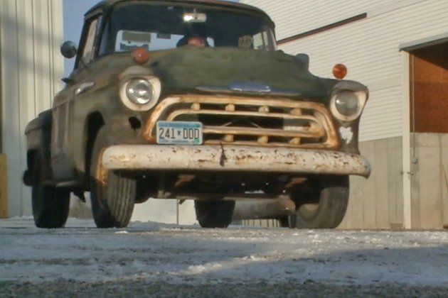 Minnesota-man-stuns-the-world-by-his-75-Chevy-truck-1